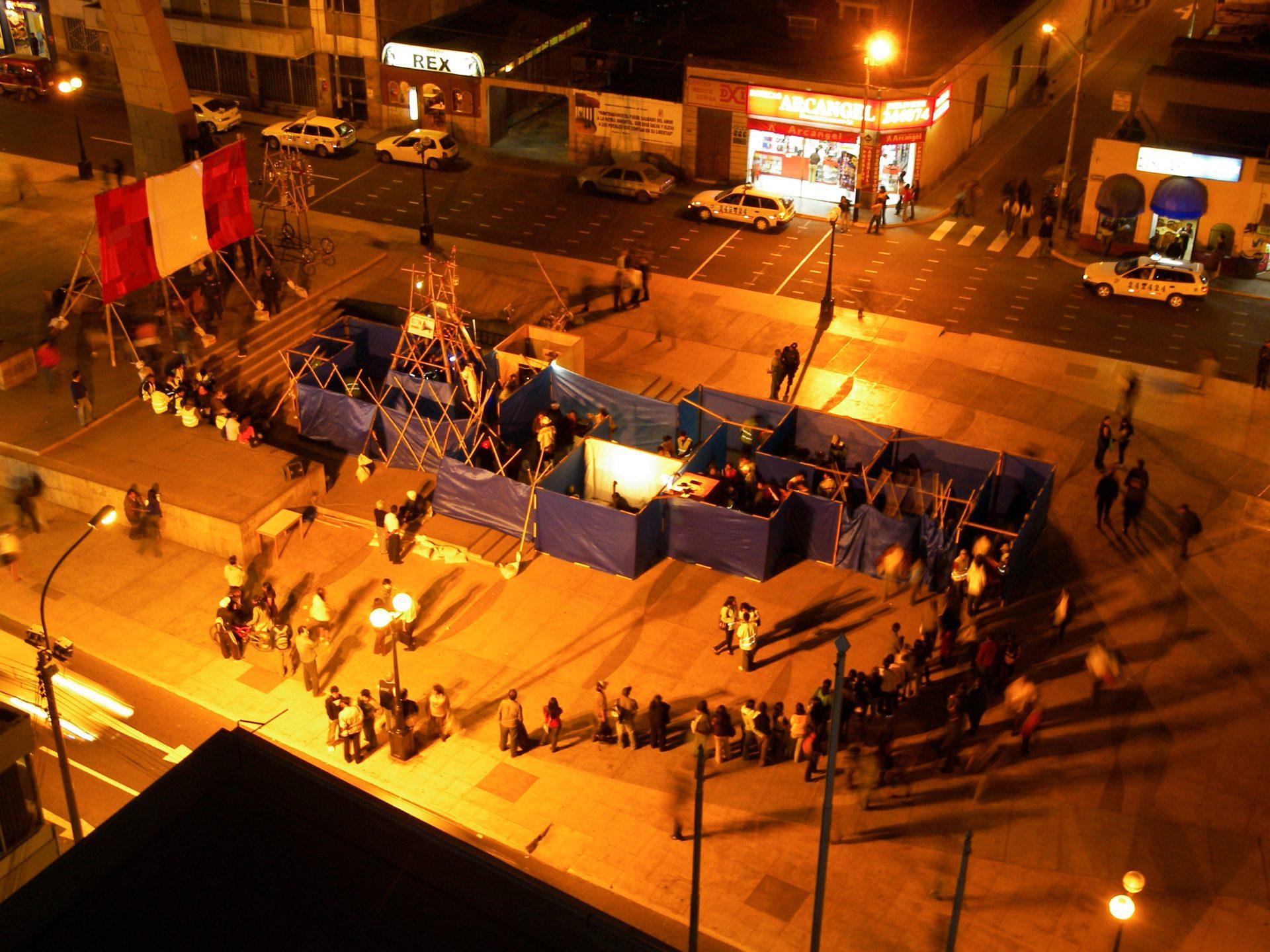 2008_peru_desierto_present2_plaza_dearmastacna_1