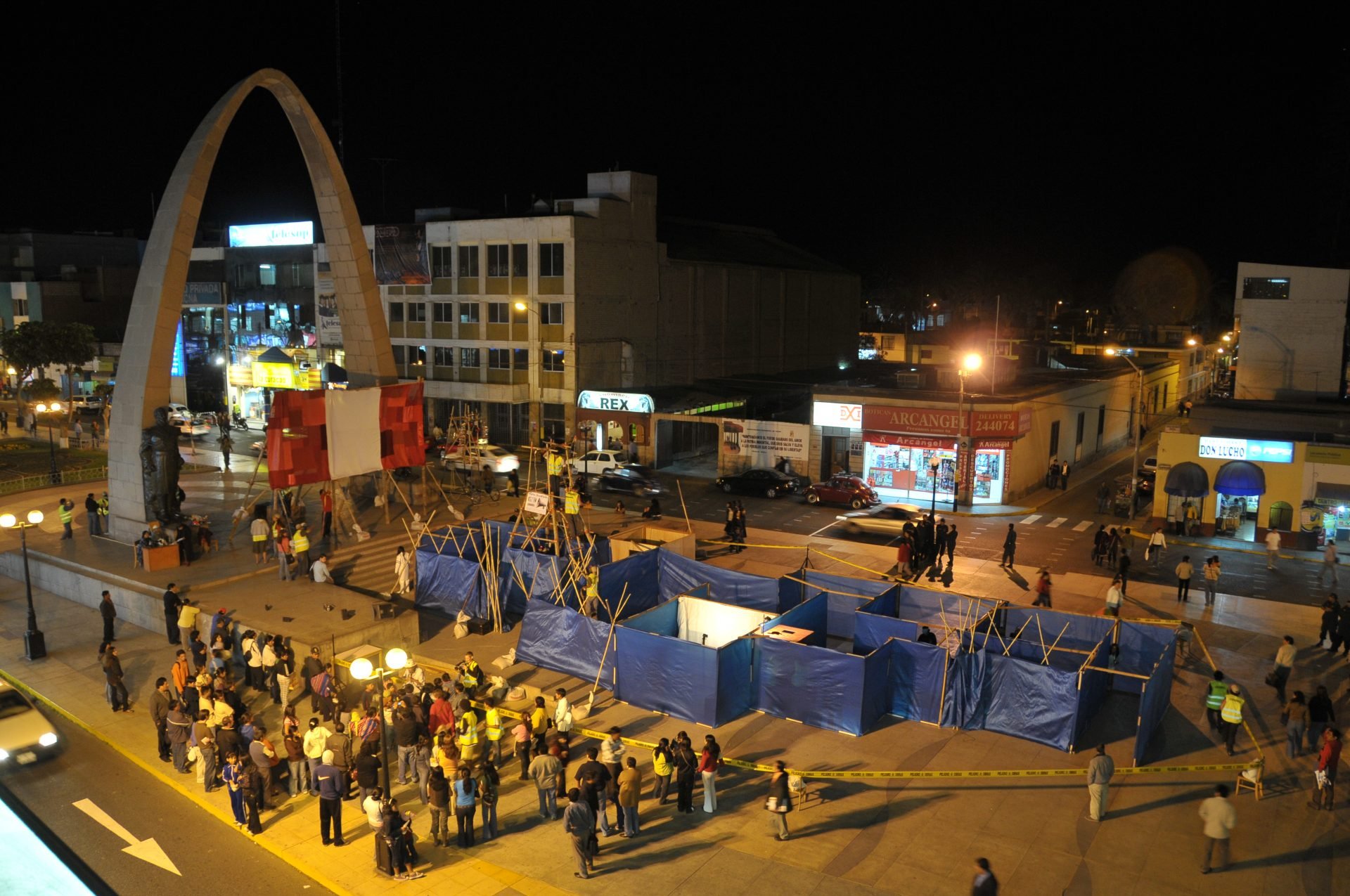 2008_peru_desierto_present2_plaza_dearmastacna_3